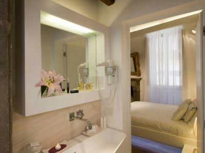 gigli-d-oro-suite-rome-bathrooms-2