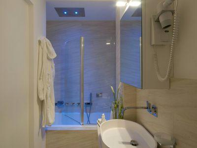 gigli-d-oro-suite-rome-bathrooms-5