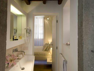gigli-d-oro-suite-roma-bathrooms-6