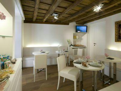 gigli-d-oro-suite-roma-breakfast-1
