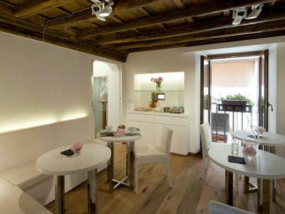 gigli-d-oro-suite-rome-breakfast-2