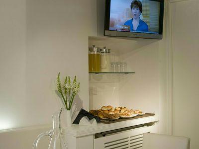 gigli-d-oro-suite-roma-breakfast-5