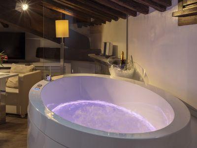 Gigli-d-oro-suite-Roma-suite-exclusive-2021-vasca-4