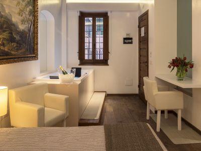 Gigli-d-oro-suite-Roma-suite-executive-2021-stanza-6