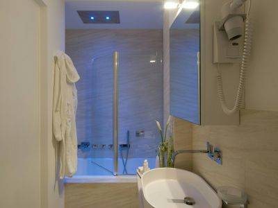 gigli-d-oro-suite-rom-bathrooms-5